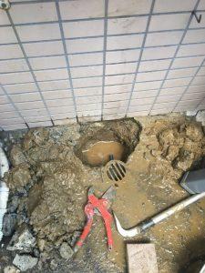 高槻市 地面から水が溢れてくる 水道管の破裂か!?