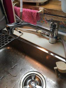 守口市 大枝北町 台所蛇口の隙間から水が漏れてきます。 食洗分岐付き