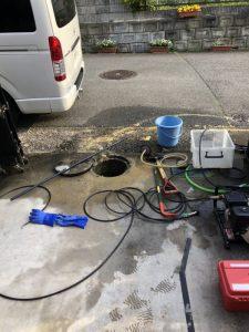 箕面市 マンホールが溢れている 高圧洗浄作業