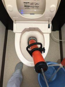 門真市 トイレ詰まり除去!? カウンター付きトイレ