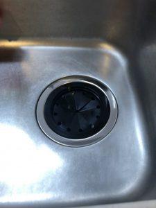 宝塚市 キッチンの下が水浸し 排水栓の交換