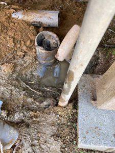 伊丹市 排水管の破損? 給水管も破裂している? 給排水管接続修理