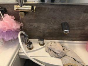 伊丹市 お風呂のカウンター蛇口を交換 カウンター加工 台付きサーモスタットの蛇口