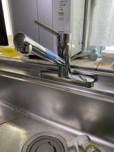 茨木市 台所蛇口水漏れ 蛇口の根元に水がたまる 蛇口交換