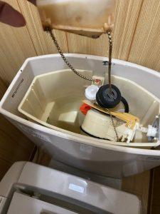 箕面市 トイレ水漏れ TOTO SH90BAK 排水弁交換