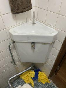 豊中市 トイレ水漏れ 隅付きタンク修理 水が出っぱなし