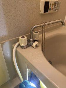枚方市 お風呂の蛇口交換依頼 台付きタイプ 2ハンドル
