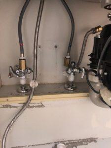 枚方市 台所の下から水が・・・ キッチン蛇口交換