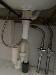 大東市 洗面の排水が取れてしまった!? 排水栓の交換