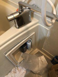京田辺市 お風呂の蛇口から水が止まらない 台付き蛇口交換