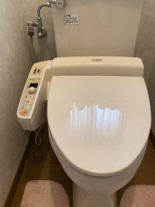 大阪市 此花区 トイレの床に水たまり!? ウォシュレットの水漏れ 交換