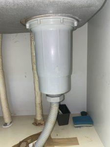 尼崎市 台所の下が水浸しになる 排水栓交換 流し台に穴