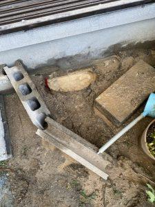 茨木市 地面から水が溢れ出てきています。 給水管破損 破裂