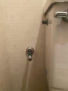 豊中市 トイレの止水栓水漏れ フレキパイプ交換