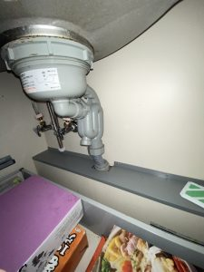 豊中市 台所排水栓水漏れ 脱着