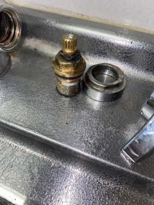 西宮市 台所蛇口修理 浄水用止水弁交換