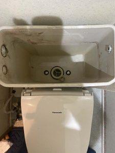 高槻市 トイレ水漏れ INAXサイフォン折れてる タンク脱着修理