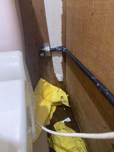 豊中市 水道管水漏れ? トイレの給水破損 給水切替