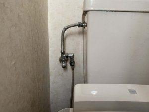 伊丹市 トイレの床に水漏れ ウォシュレット交換