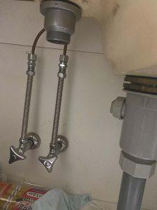茨木市 台所の下が水浸し 排水ホース破損 台所排水