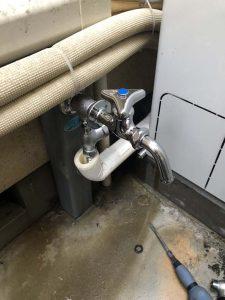 枚方市 外についてる蛇口から水漏れ 水栓柱 分岐栓 万能水栓