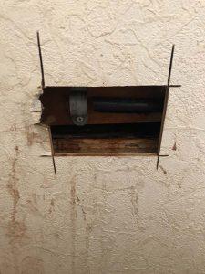 西宮市 トイレのバルブから水漏れ? 給水管破損 水道管折れた