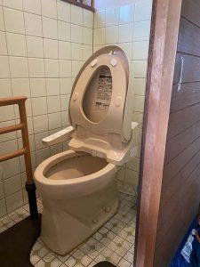 枚方市 トイレ水漏れ トイレの水が止まらない サイフォン タンク取り外し