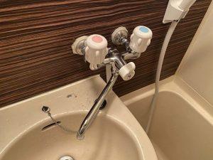 尼崎市 お風呂の蛇口水漏れ 2ハンドルバス水栓 シャワーが折れてる?
