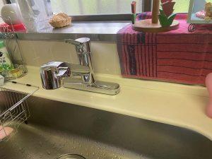 川西市 台所蛇口水漏れ 蛇口交換 2ホールシングルレバー 台付き蛇口 下げ吐水