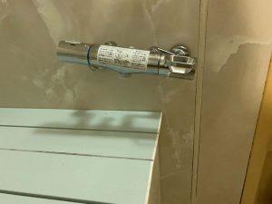 高槻市 お風呂の蛇口の水が止まらない 蛇口交換 壁付蛇口 2ハンドル