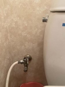 吹田市 トイレの横のパイプから水漏れ フレキパイプ ウォシュレット分岐