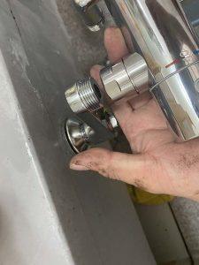 宝塚市 お風呂の蛇口が外れない? TOTO浴室水栓取り付け