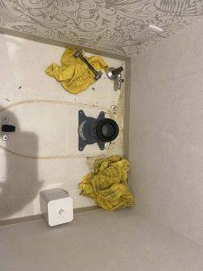 茨木市 トイレ詰まり システムトイレ分解 便器脱着作業