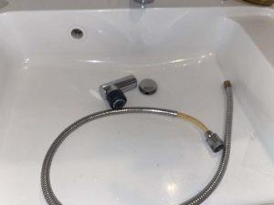西宮市 Panasonic ナショナル 洗面蛇口シャワーホース破損 ホース交換 メタルホース