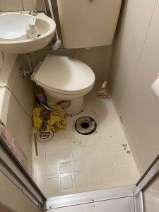 東大阪市 トイレ水漏れ 洗浄管から水漏れ 便器もグラグラ