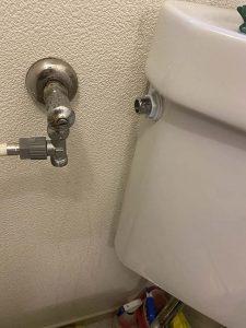 吹田市 トイレの止水栓から水漏れ ボールタップ交換 止水栓の向き変更