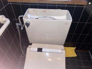 枚方市 トイレ水漏れ タンクの裏から水漏れ タンク接続部分から水漏れ 密結パッキン